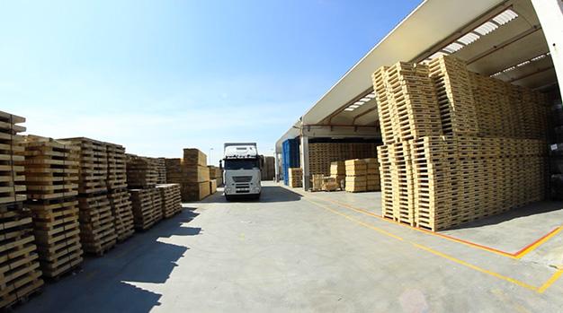 pallet in legno: stoccaggio e trasporto