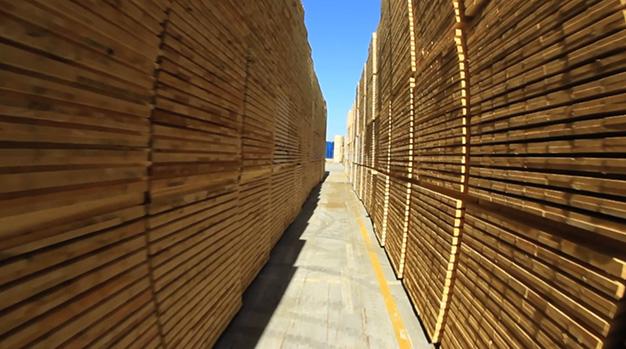 stoccaggio di pallet in legno